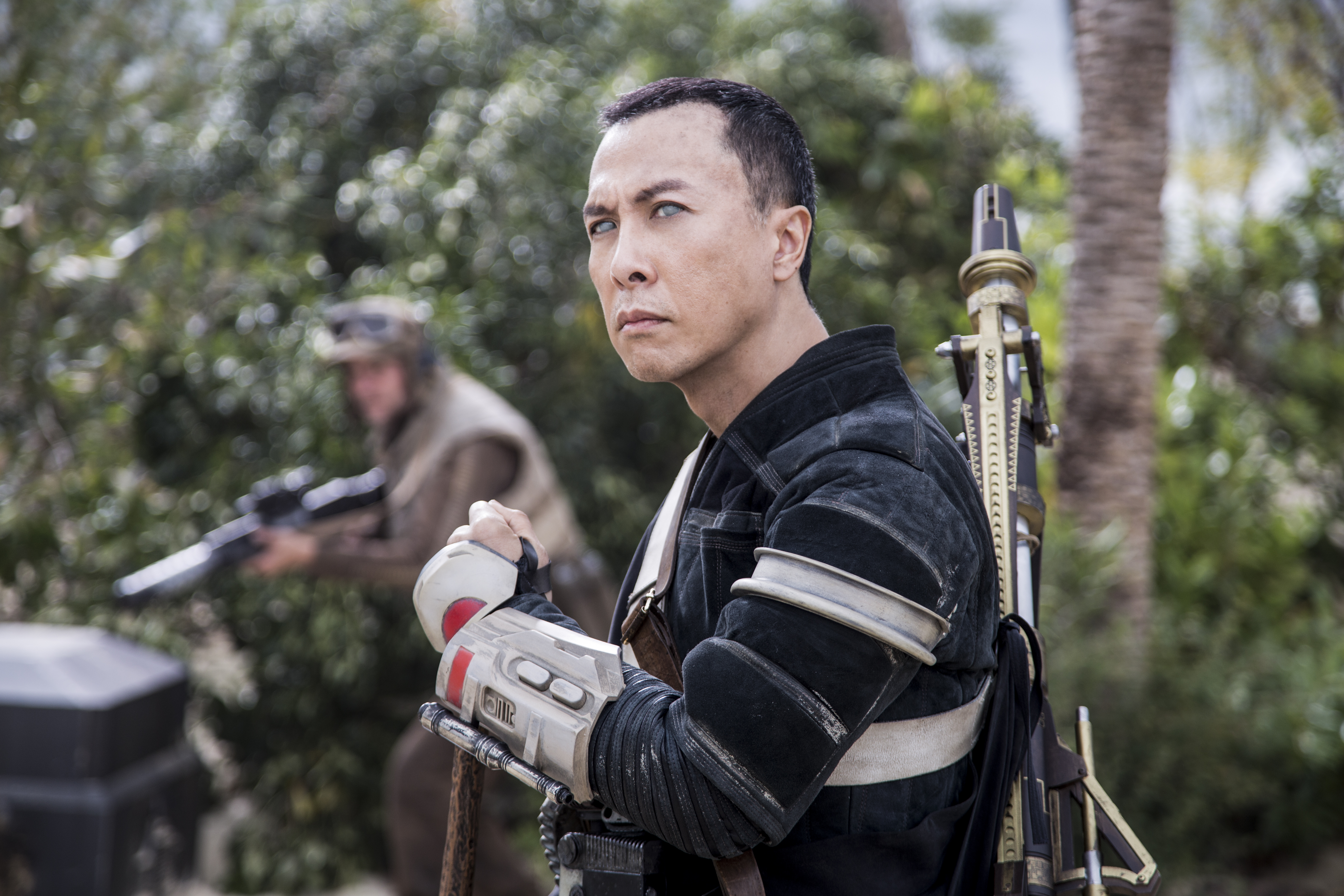 rogue-one-a-star-wars-story-official-hi-res-hd-images-_-chirrut-imwe-donnie-yen