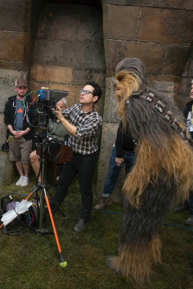 star-wars-7-force-awakens-jj-abrams-chewbacca.jpeg